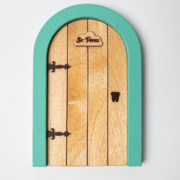 Puerta del ratoncito Pérez madera natural