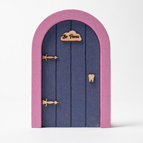 Puerta del ratoncito Pérez morada