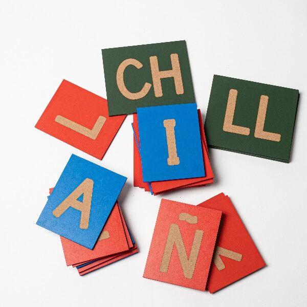 Letras lija mayúsculas Montessori frente