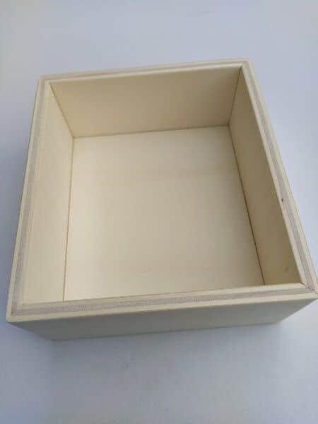 caja de madera letras lija vacía