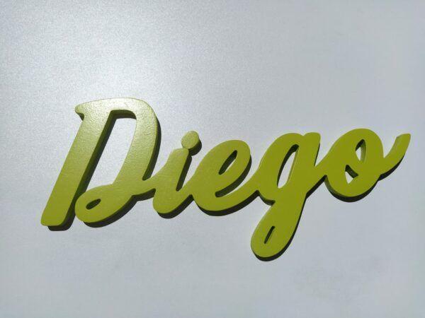 Nombres en madera Diego frente