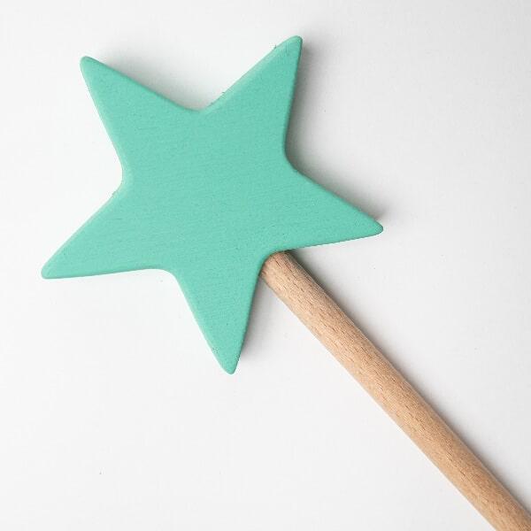 varita mágica madera verde detalle